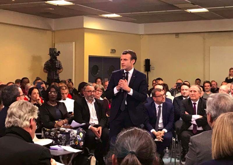 Avec Emmanuel Macron, Grand débat national sur les attentes des habitants des quartiers