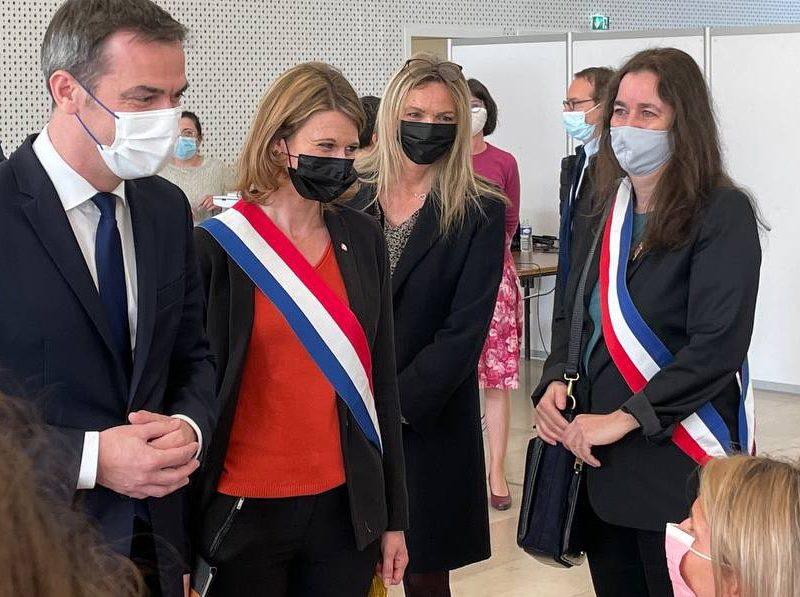 J'accueille le ministre Olivier Véran au centre de vaccination de Montrouge